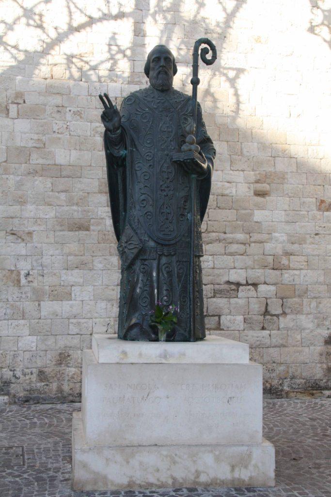 Bari St.Nikolas monument