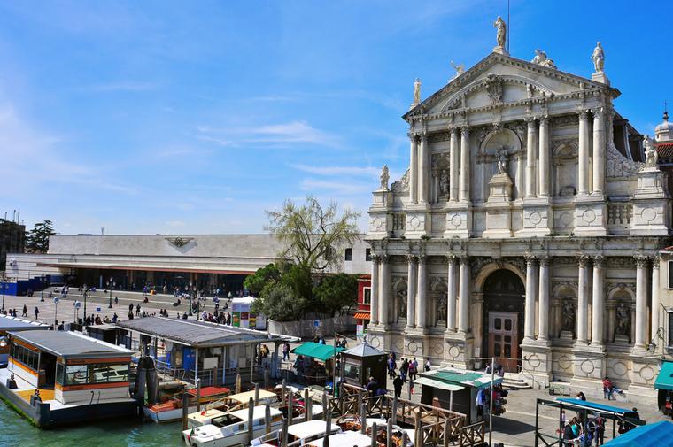 Прогулка по Венеции. Вокзал Санта-Лючия и церковь Скальци